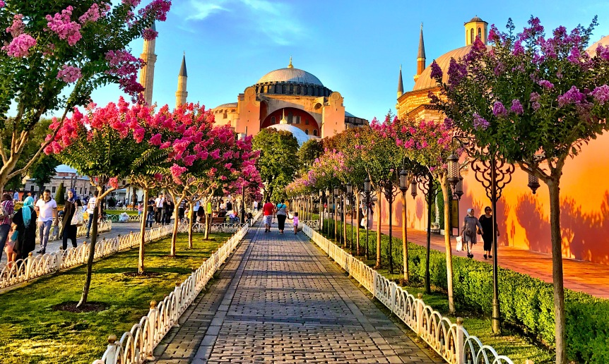Layover in Istanbul: A 6 Hour CityTour